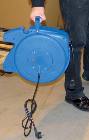 Enrouleur automatique 16,5 mètres à fixation mural HO5VV-F 3G1,5mm² bleu